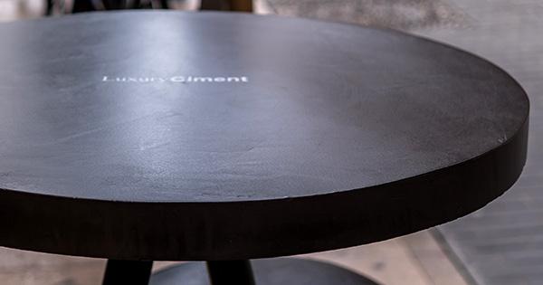 microcemento en mesa de diseño de cafetería-detalle