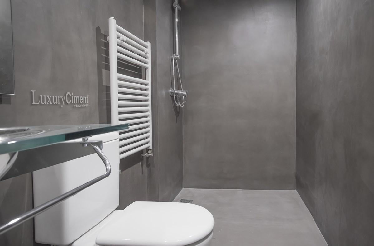 Microcemento en suelos paredes ba os cocinas para - Bano con microcemento ...