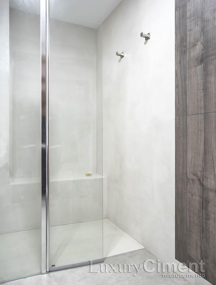 Microcemento en suelos paredes ba os cocinas para - Microcemento sobre azulejos ...