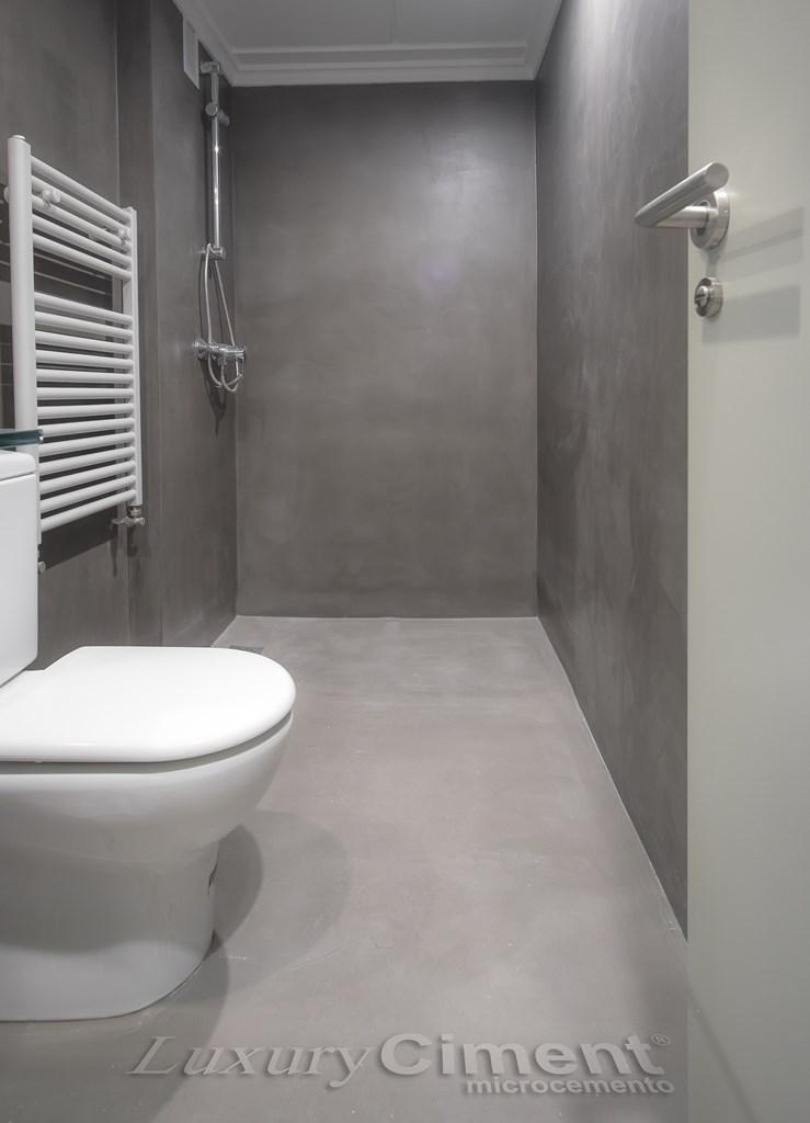 Microcemento en suelos paredes ba os cocinas para - Suelos antideslizantes para duchas ...