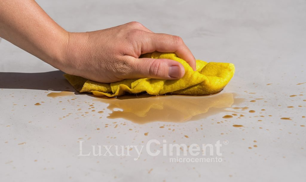 suelo impermeable de microcemento fáfil limpieza