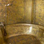 Bañera revestida con microcemento donde se aplicó Purpurina Collection Oro