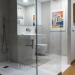 baño de diseño con microcemento en suelos y paredes