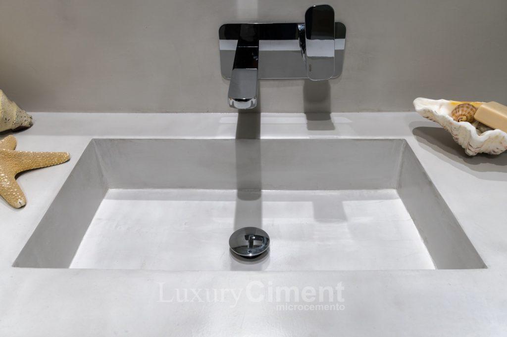 microcemento en pilas lavamanos baños o piscinas. El microcemento se adapta a las formas de las superficies, gracias a su alta adherencia y bajo espesor