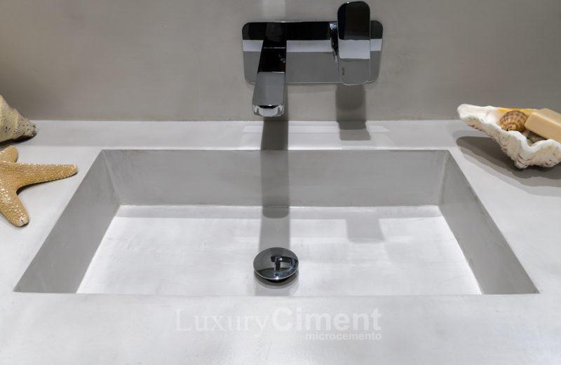 lavabo de obra revestido con microcemento