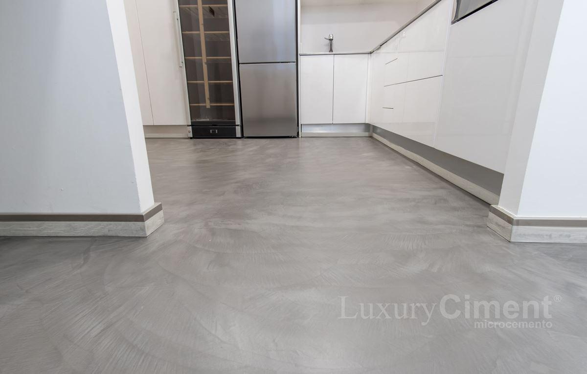 Microcemento en suelos paredes ba os cocinas para - Suelos de vinilo para banos ...