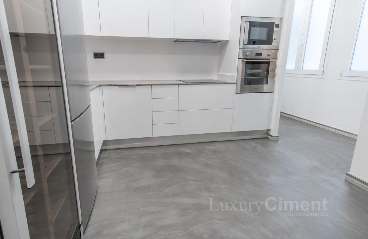 Microcemento en suelos paredes ba os cocinas para - Suelo de cocina ...