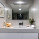 encimera de baño de microcemento