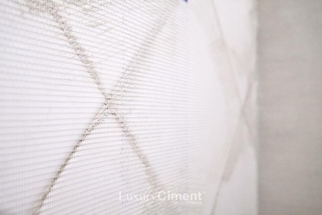 malla de fibra de vidrio para la preparación del soporte en microcemento sobre azulejos