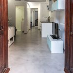 suelo de microcemento continuo en vivienda de Valencia