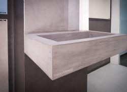 Lavabo de baño, fabricado de obra y revestido con microcemento
