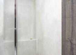 LuxuryCiment microcemento en zona húmeda de un baño