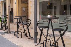 microcemento en mesas de diseño de cafetería