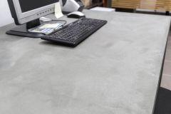 revestimiento rustico con microcemento en mueble de escritorio