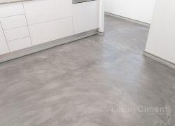 Cocina con pavimento continuo de fácil limpieza